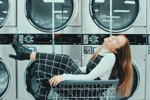 How much does it cost to do a load of laundry at a laundromat?